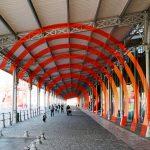 Felice-Varini-La-Grande-Halle-de-La-Villette-en-suites-oeuvre-Arce-de-cercle-sur-diagonale-exposition-intervention-architecture-photo-by-United-States-of-Paris-blog-1200x800